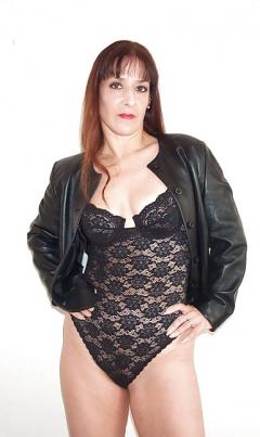 Hot mature with dirtie wet panties