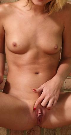 nude girl 20 years old