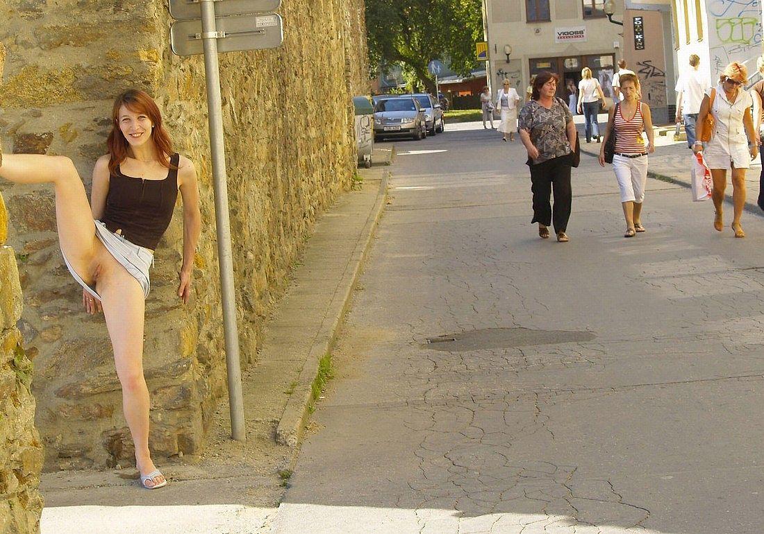 Фото юные девочки показывают свои писи 10 фотография