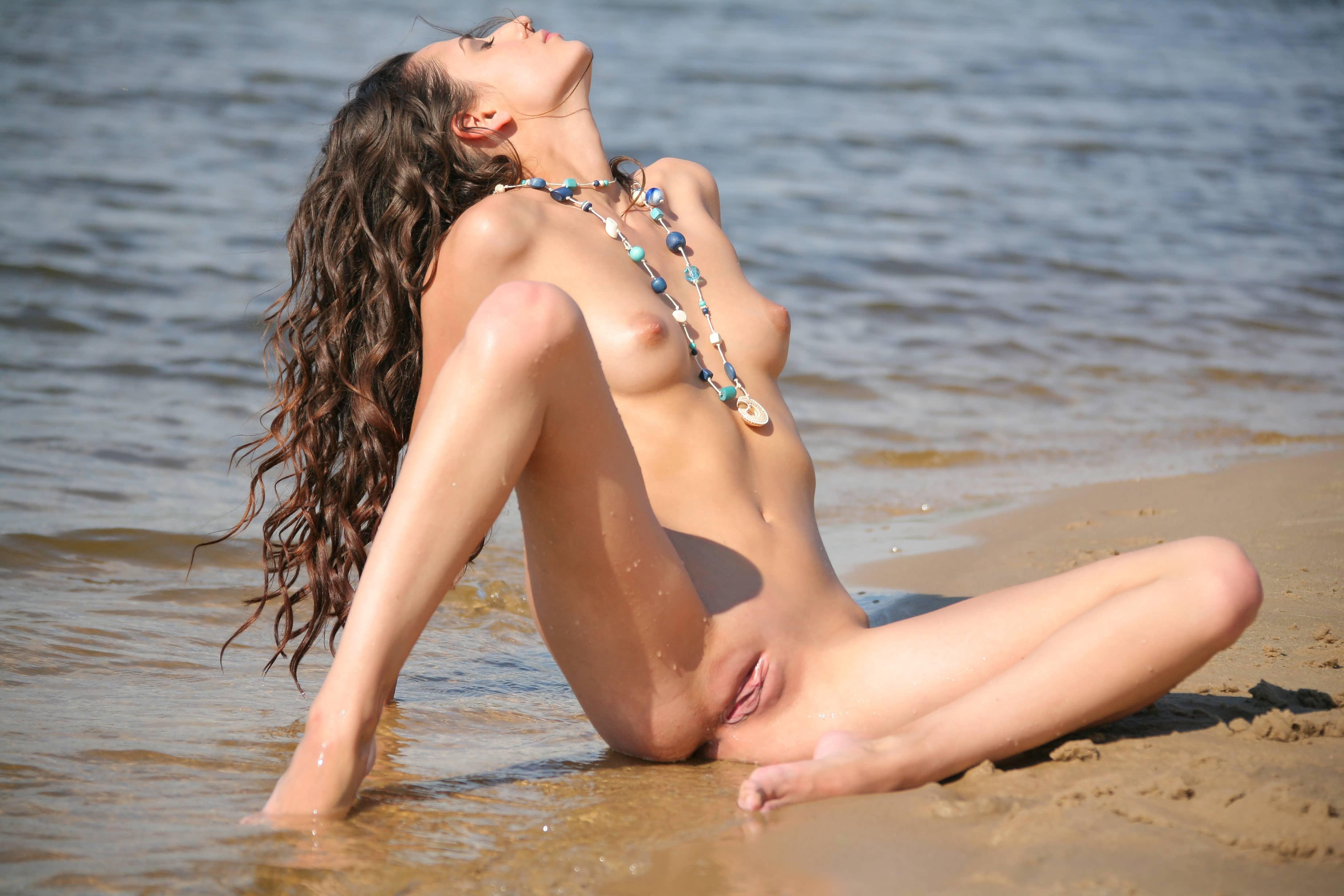 Секс на берегу озера смотреть 12 фотография