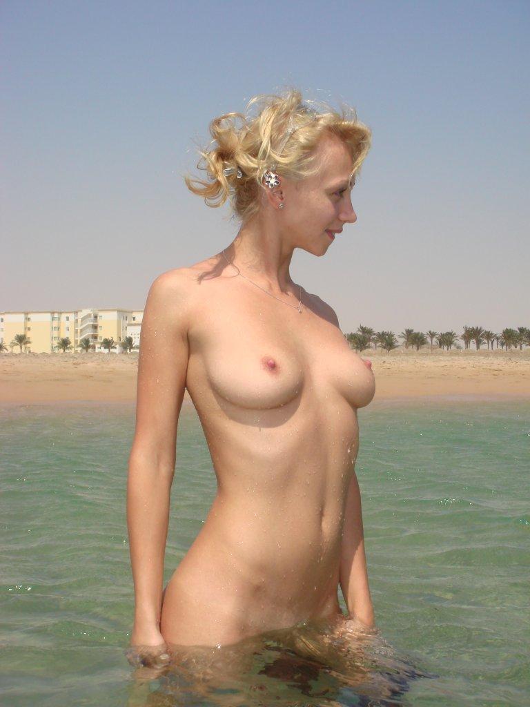 фото жена на море еротика