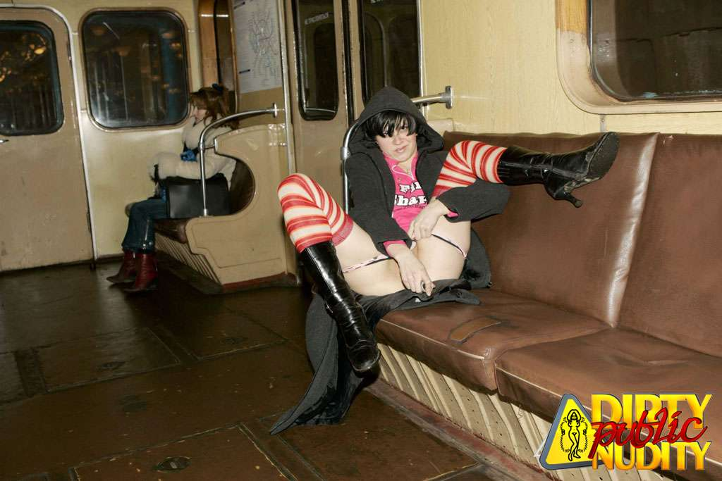 tolkushka-v-tramvae-seks