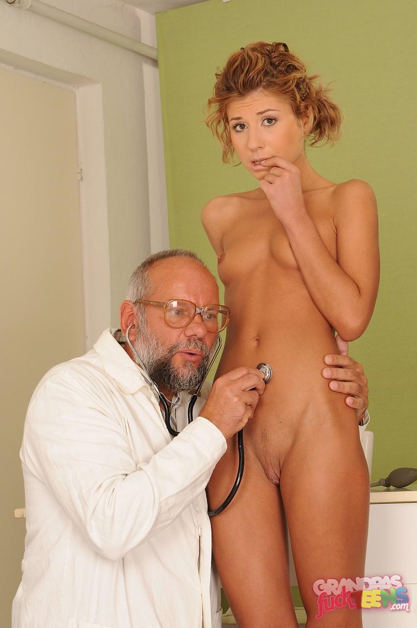 Секс со старым врачом 22 фотография