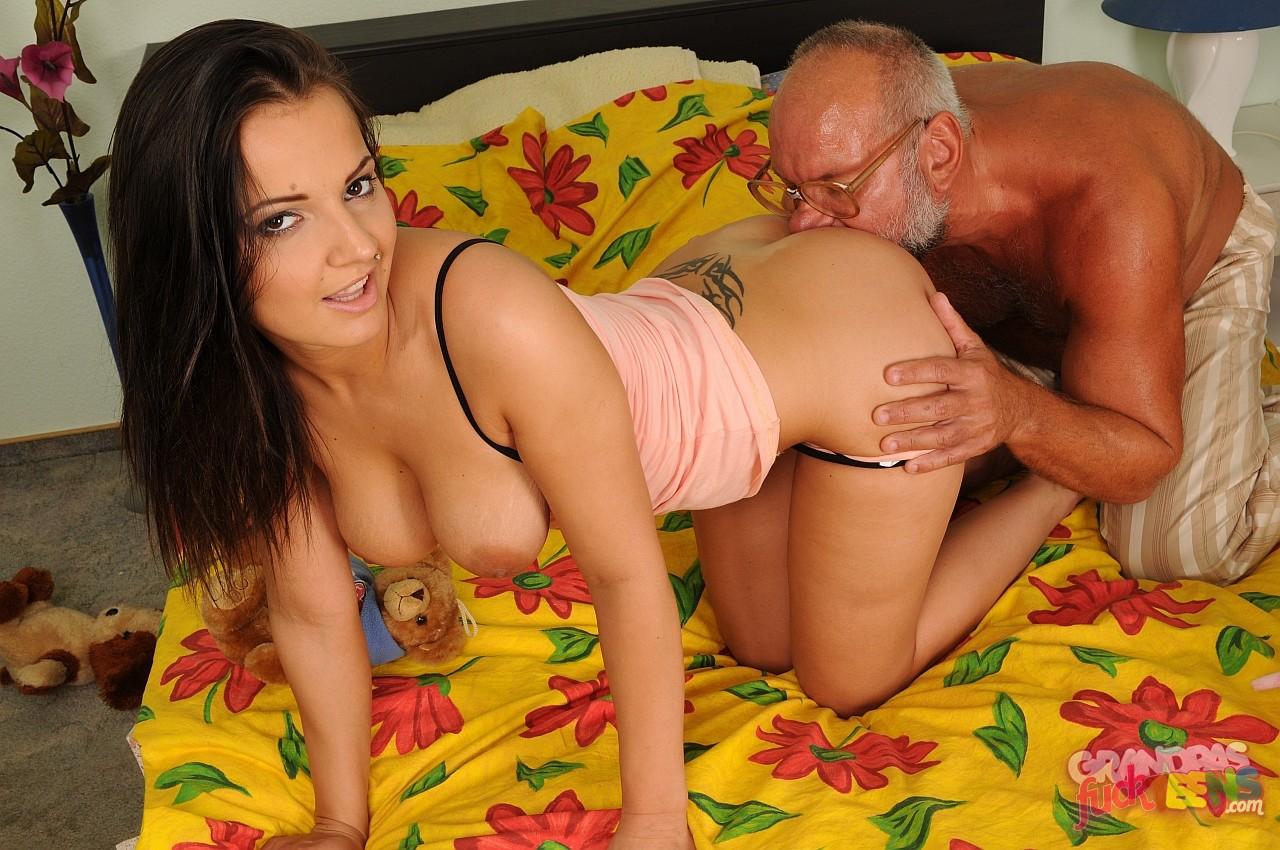 Малодые с стариками в порно