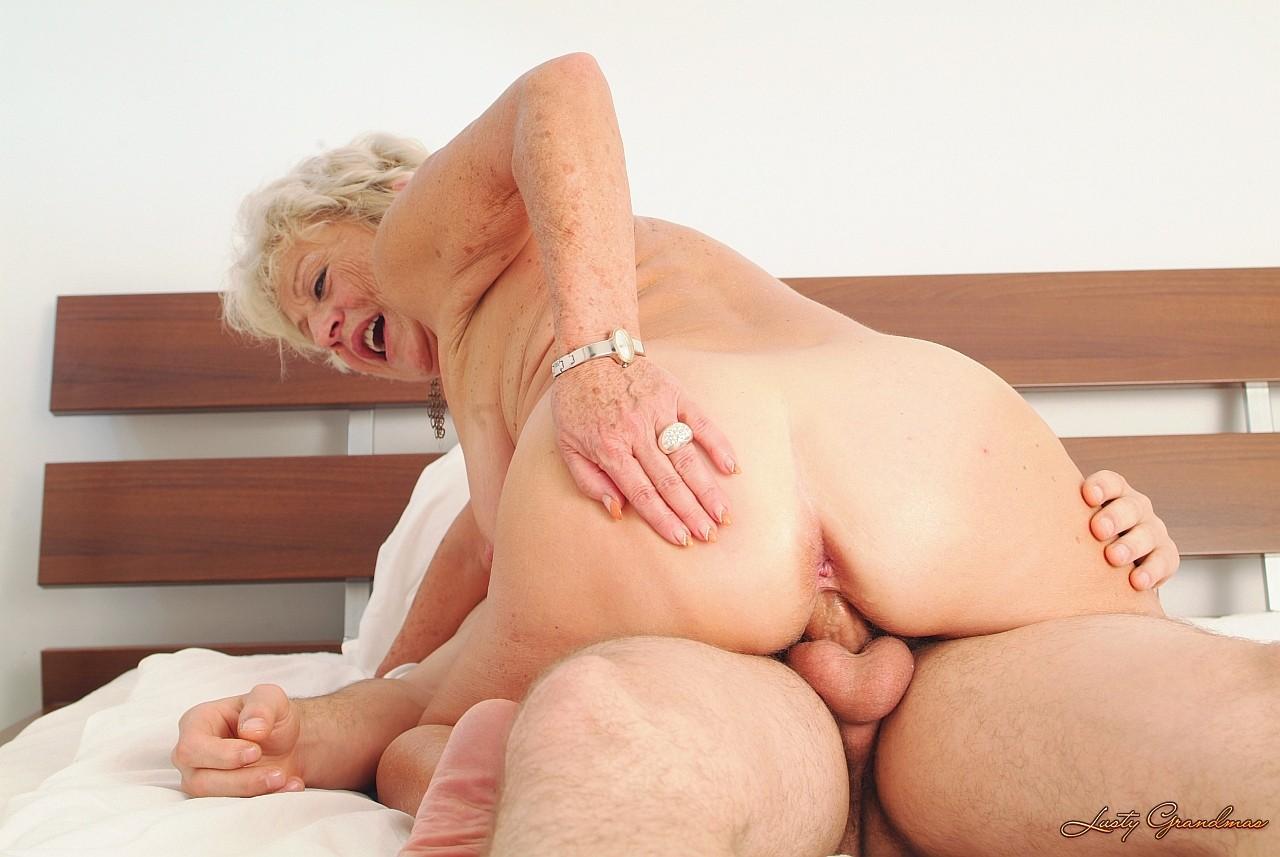 Фото бабушки ебутся с внуками 15 фотография