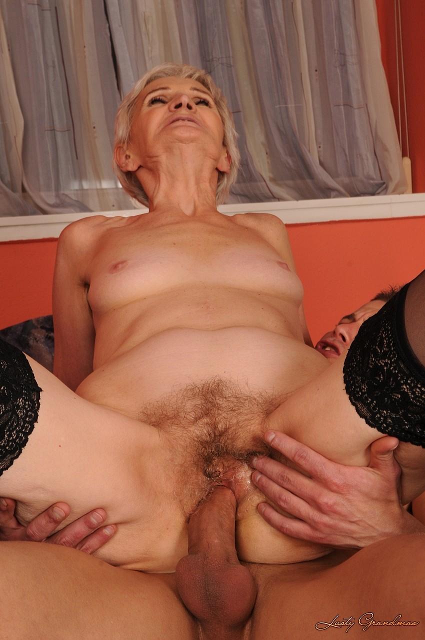 Ебля с дряблыми старушками видео парни