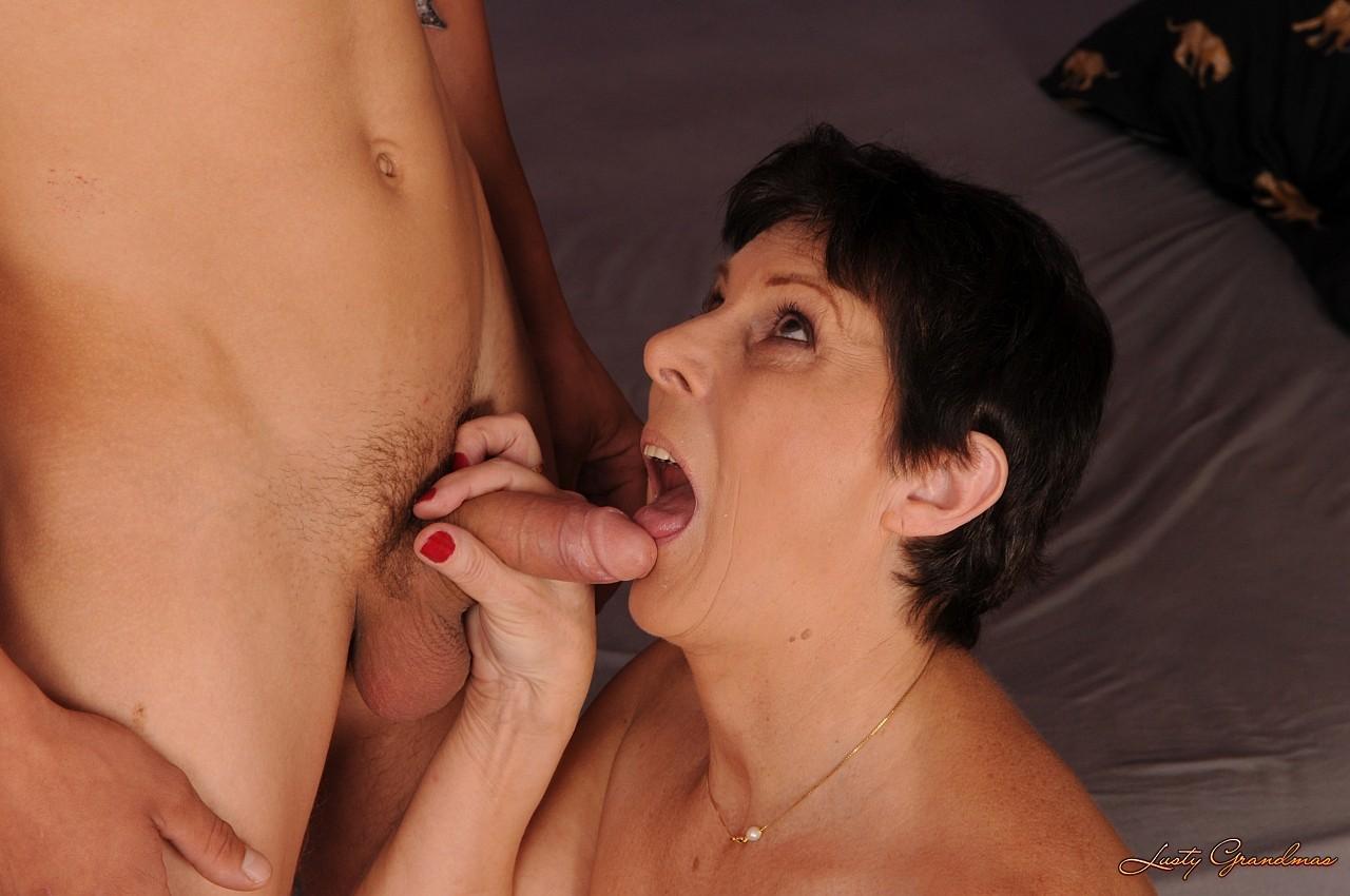 Порно мать и сын смотреть через дойки