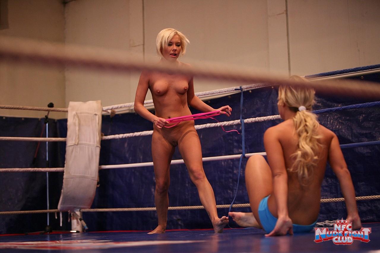 Смотреть бесплатно драки голых баб на ринге 5 фотография