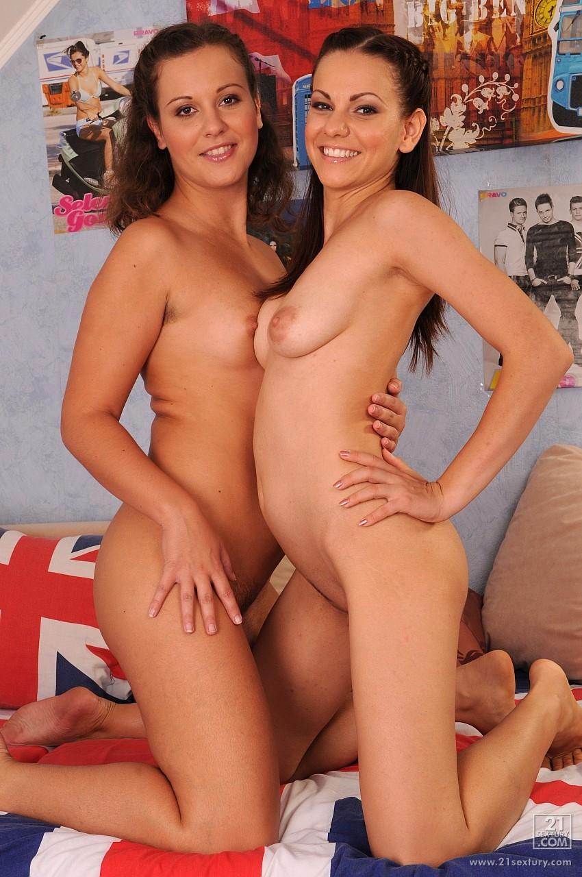 Смотреть в онлайн бесплатно лесбиянки 21 фотография