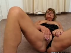 dirty-mature-slut-goes-crazy-part2