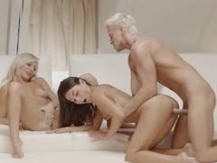 exclusive-blondies-threesome-from-sweden