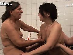 granny-threesome