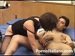 Casalinga italiana figa oelosa scopata da amante – italian