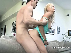 blonde-milf-payton-leigh-gets-fucked
