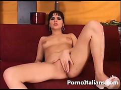 Italian porn masturbation – italiana si masturba la figa