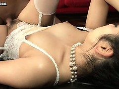 asian-babe-in-white-stockings-rids