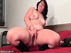 fat-brunette-experienced-woman-fingering-part3
