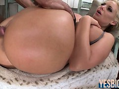bubble-booty-phoenix-marie-rides-on-cock