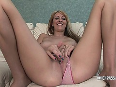 blonde-college-girl-addison-riley-plays-with-her-pussy