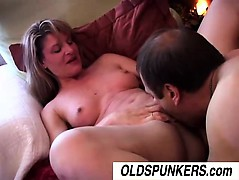 lovely-mature-babe-linda-enjoys-an-afternoon-delight