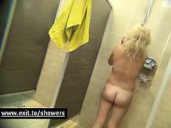 spying-girls-in-public-shower-room