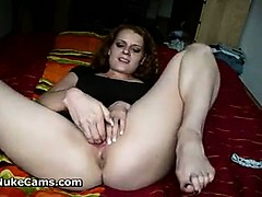 slut-plays-with-her-pussy