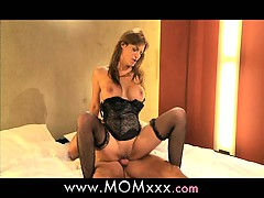mom-mature-milf-shows-her-experience