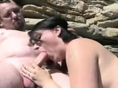 amateur-couple-having-sex-at-the-beach