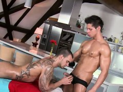muscular-masseur-sucked-and-oiled
