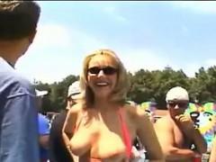 blonde-woman-flashing-in-public