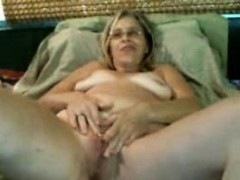 hot-mature-milf-rubs-and-fingers-her-pussy-on-webcam