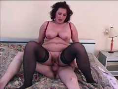 mature-dick-riding-skank
