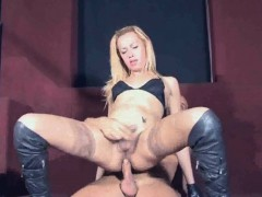 tranny-babe-jenifer-gets-head-before-getting-fucked