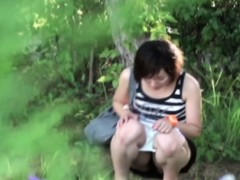 hot-asian-takes-a-pee-outside