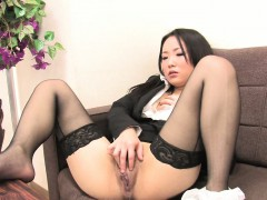 japanese-girl-in-nylon-stockings-masturbates