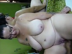 Large Amateur Woman Loves To Squirt