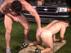 hot-muscular-dude-doing-some-dirty-jobs-in-the-garage