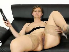 juicy-czech-wifey-iva-gets-plenty-pervy-wit-her-toy