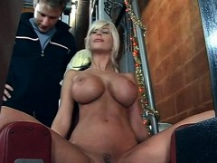 blonde-mommy-does-her-work-out-naked