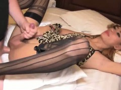 Shemale Beauty Gets Anally Fucked Until Cums