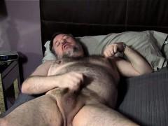 bondgbear-jerks-his-pierced-cock