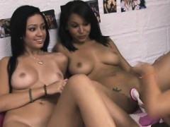 a-girl-on-girl-on-girl-awesome-threesome
