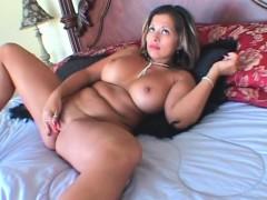 bbw-seductress-masturbating-pussy-with-vibrator