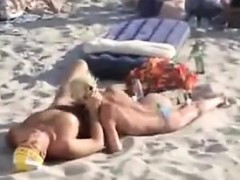 blowjob-outdoors-in-public-at-the-beach