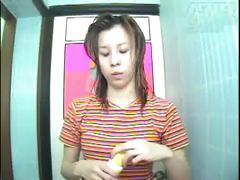 Cカップ美乳お姉さんがシャワー室でムダ毛処理する様子を壁の穴から覗き見 画像1