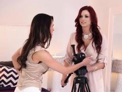 busty-lingerie-model-queens-horny-lez-photographer