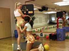 cindy-and-amber-pulverizing-each-other-in-the-gym