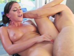 rilynn-rae-squirts-when-fucked-by-masseur