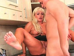 mom-makes-him-blow-his-load-after-a-hard-fuck