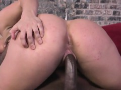 cuckold-watches-brooke-summers-take-her-first-bbc